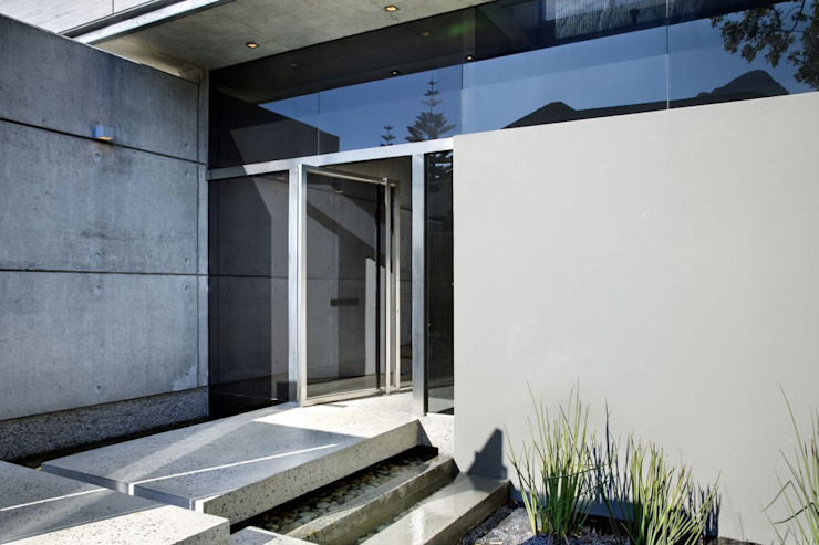 HOUSE VAN KAMP | CAMPS BAY by Wright Architects Minimalist Aluminium/Zinc