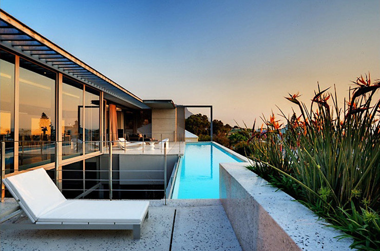 HOUSE VAN KAMP | CAMPS BAY by Wright Architects Minimalist Tiles