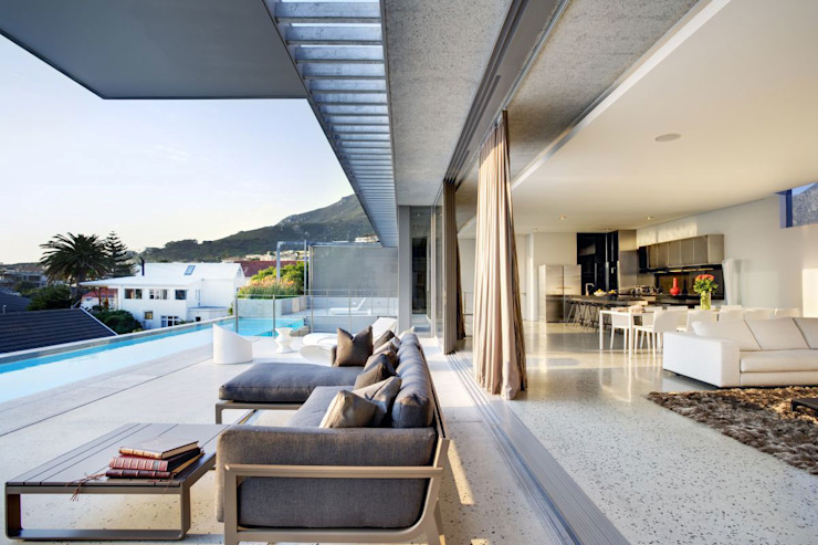HOUSE VAN KAMP | CAMPS BAY by Wright Architects Minimalist Stone