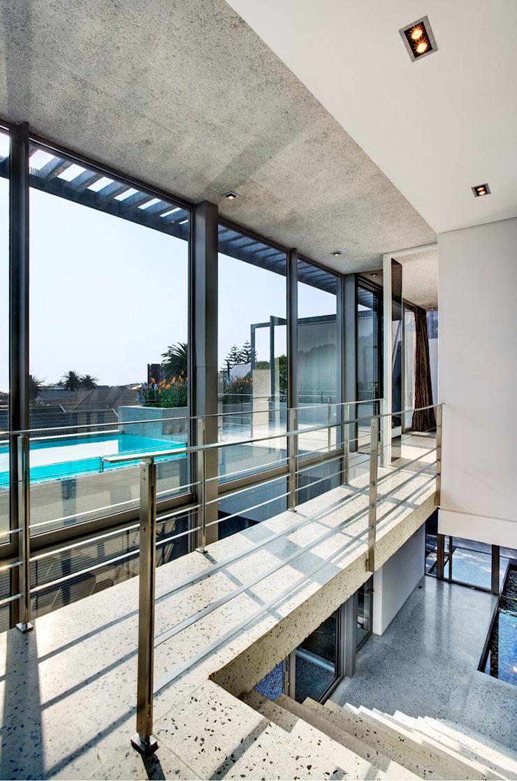 HOUSE VAN KAMP | CAMPS BAY by Wright Architects Minimalist Glass
