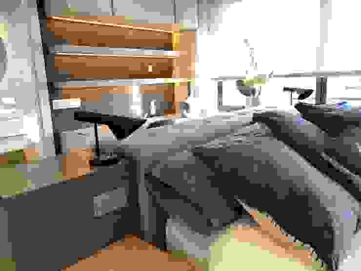 Un cabecero especial Ismael Blázquez   MTDI ARQUITECTURA E INTERIORISMO Dormitorios de estilo ecléctico Madera Beige