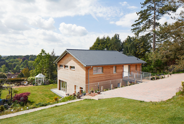 Eco House Crowley: a Healthier Home Baufritz (UK) Ltd. Country style houses