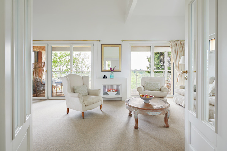 House Crowley: an Open-plan Living Room Baufritz (UK) Ltd. Living roomAccessories & decoration