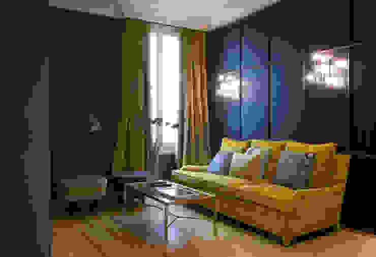 Sala de estar showroom Guell Lamadrid DyD Interiorismo - Chelo Alcañíz Salones de estilo clásico Aglomerado Amarillo