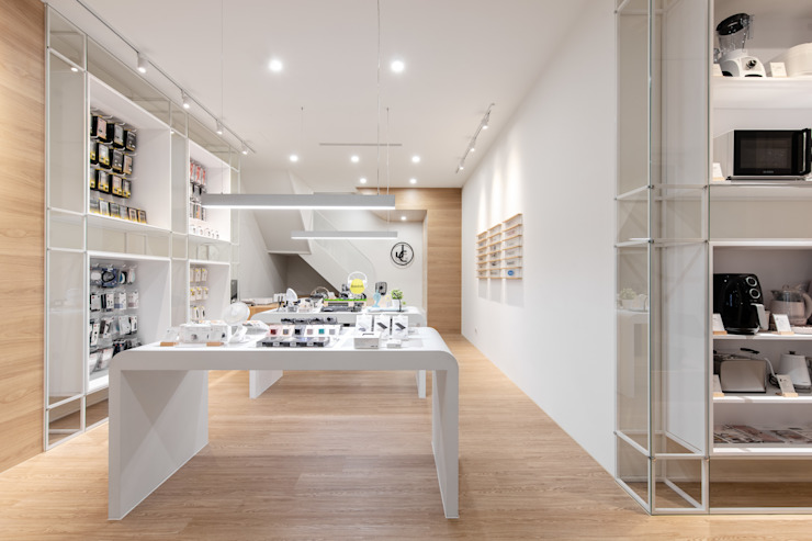 JC科技 | 1樓 商品展售區 有隅空間規劃所 Office spaces & stores Plywood White