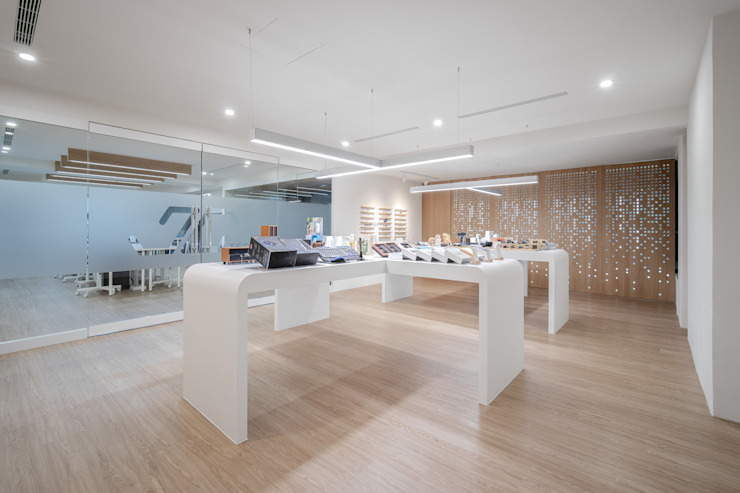 JC科技 | 2樓 商品展售區 有隅空間規劃所 Office spaces & stores Plywood White
