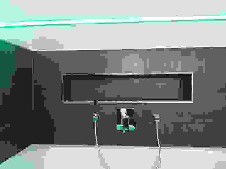 DSHP Der SmartHome Profi GmbH Modern Bathroom Tiles Brown