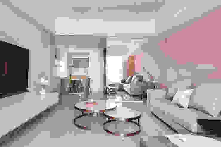 湖心泊 现代客厅設計點子、靈感 & 圖片 根據 夏木空間設計 現代風