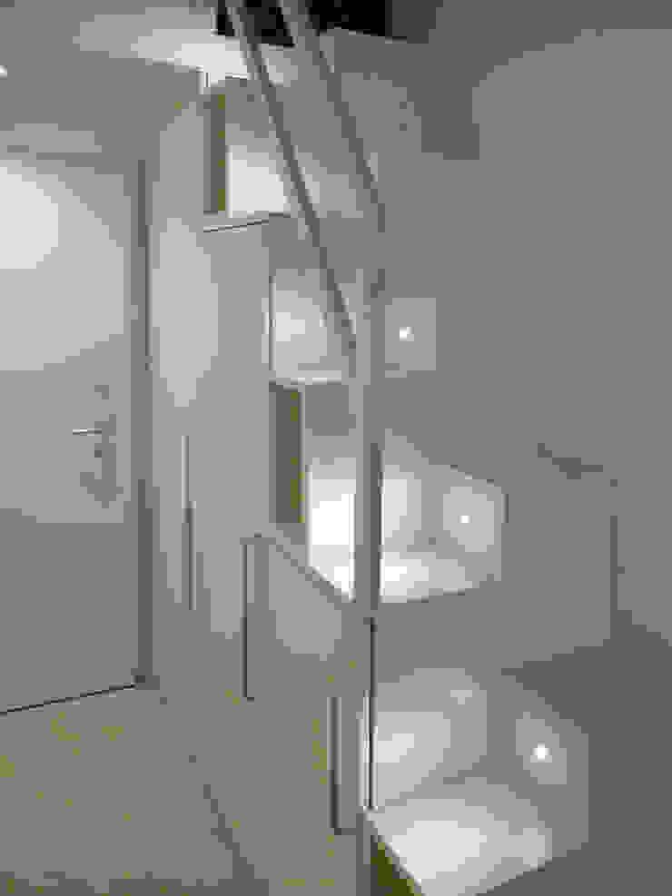 Studio di Architettura IATTONI Corridor, hallway & stairsLighting