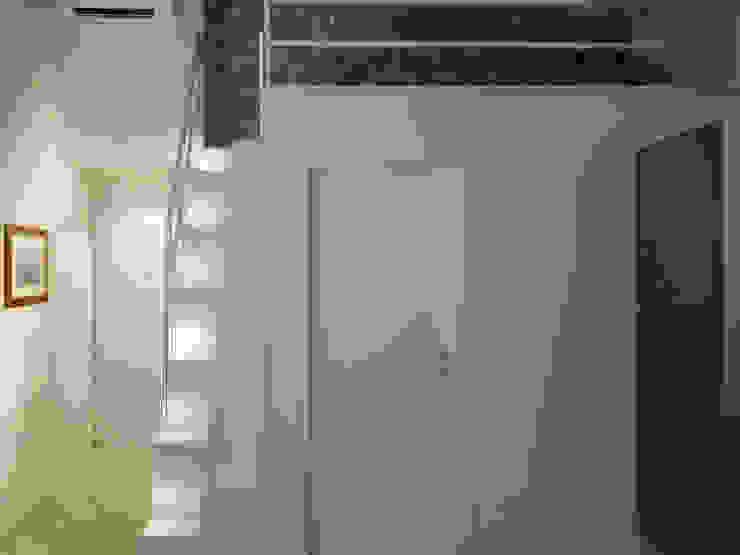 Studio di Architettura IATTONI Minimalist corridor, hallway & stairs