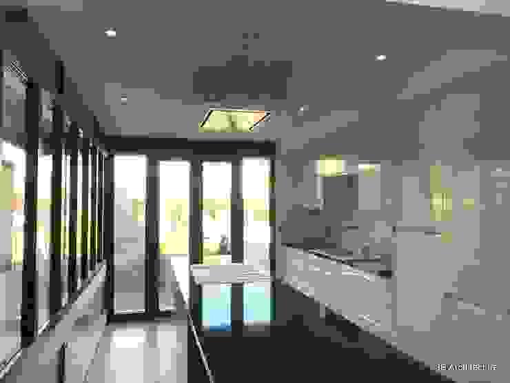 Mise en place de la cuisine dans l'extension par 3B Architecture Minimaliste