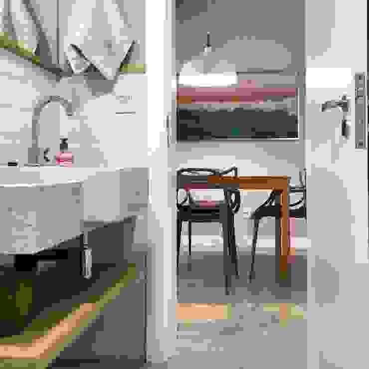 Rabisco Arquitetura Minimalist bathroom Ceramic White