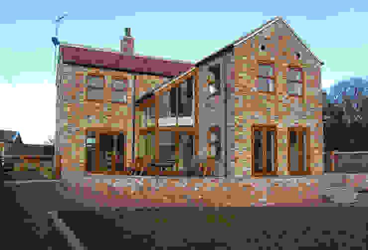 South Elevation of Warley Cottage by Samuel Kendall Associates Limited Сучасний Цегла