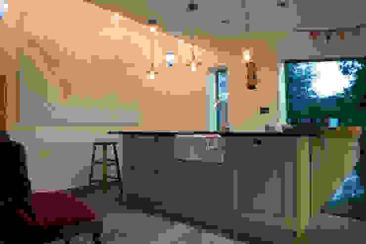 Kitchen от Samuel Kendall Associates Limited Эклектичный Мрамор