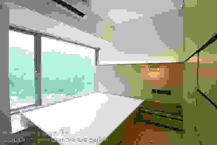 Caribbean Coast, Tung Chung by 彩葉室內設計工程公司 Modern Plywood
