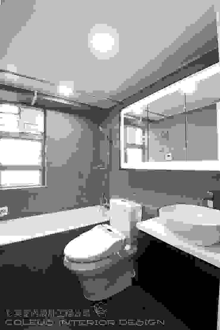 Caribbean Coast, Tung Chung Modern bathroom by 彩葉室內設計工程公司 Modern Plywood