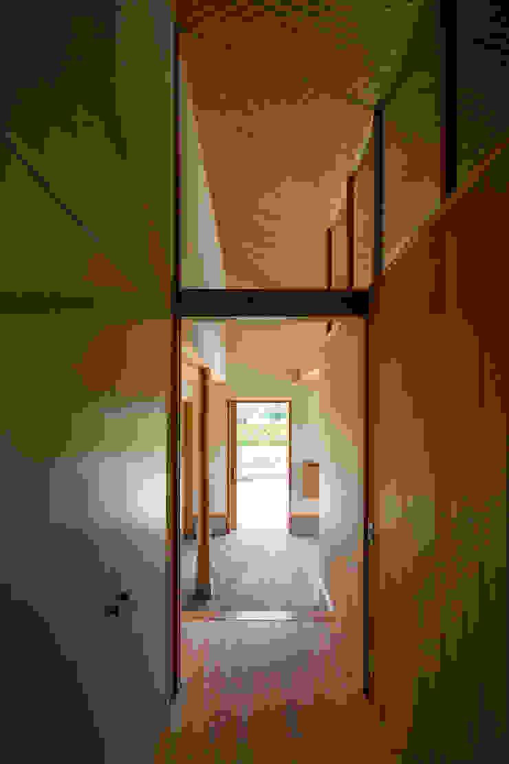 中山大輔建築設計事務所/Nakayama Architects Modern corridor, hallway & stairs