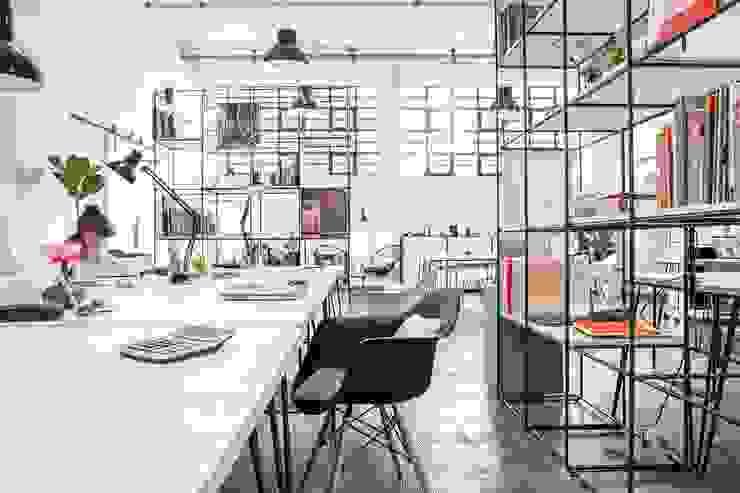 loft studio Complesso d'uffici in stile industrial di Lascia la Scia S.n.c. Industrial Ferro / Acciaio