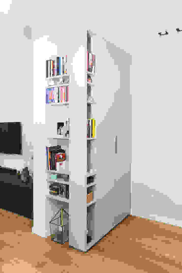 CASA D.B ALMA DESIGN Ingresso, Corridoio & Scale in stile moderno