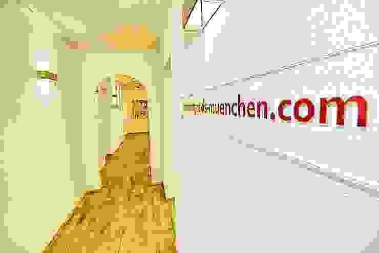 Moderne gangen, hallen & trappenhuizen van Zahnarztpraxis und Co. Modern