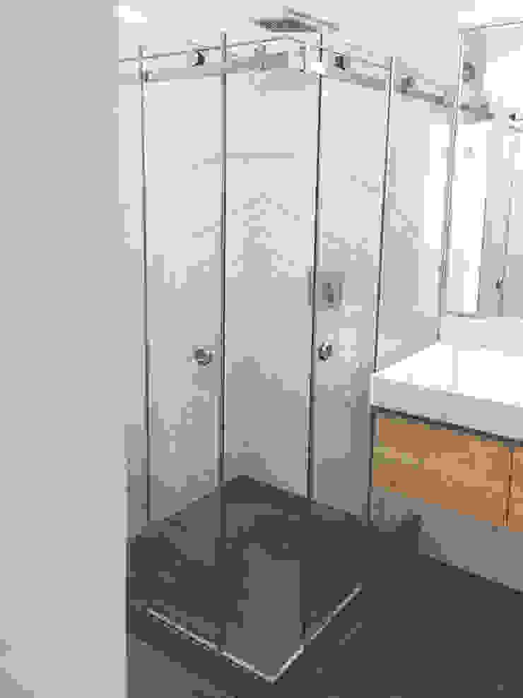 Baño MH Nicolas Elias Arquitectura Baños de estilo minimalista Azulejos Blanco
