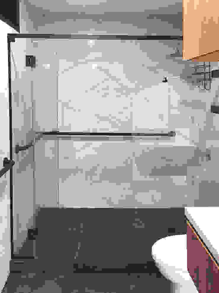 Baño LM Nicolas Elias Arquitectura Baños de estilo minimalista