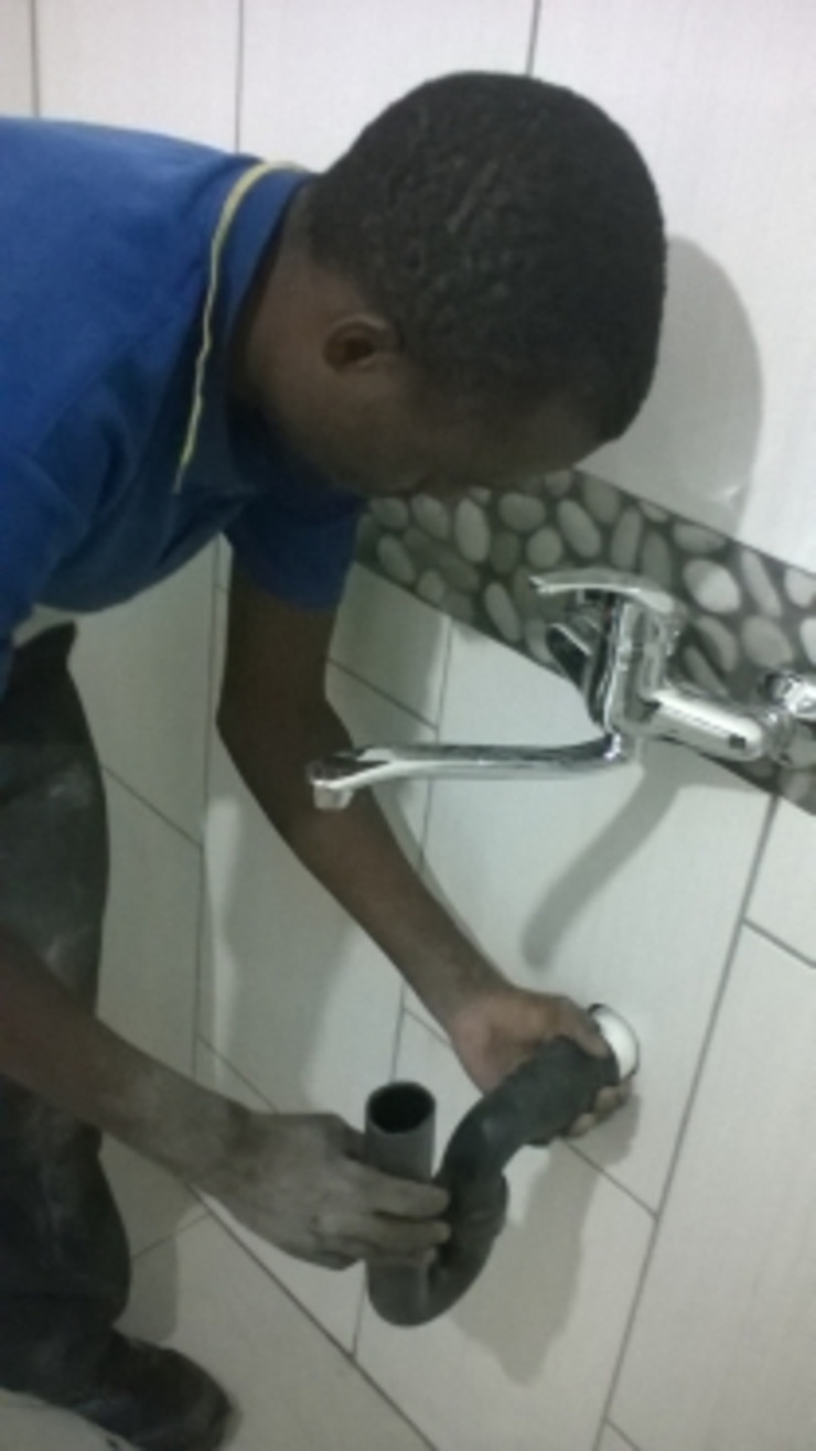 Centurion Plumbers Rooihuiskraal 0714866959 (No Call Out Fee) Espaces commerciaux classiques Calcaire Orange