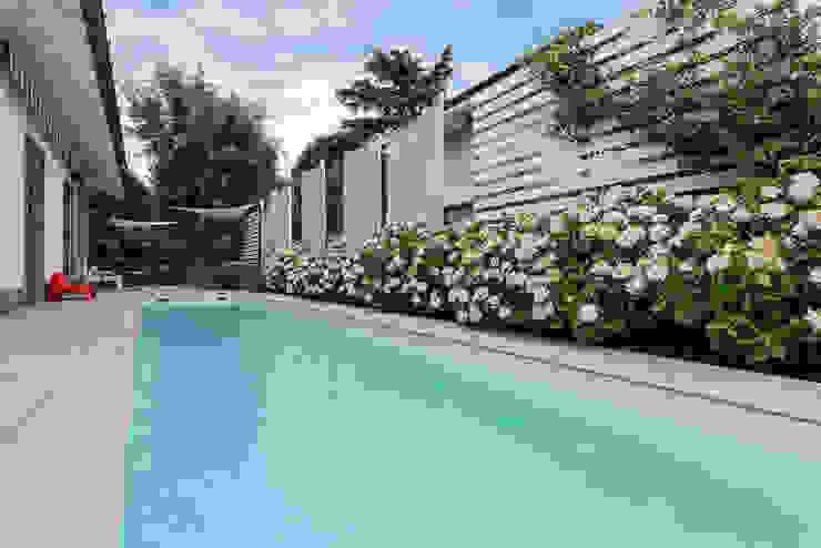 Dettaglio piscina Essestudioarch Giardino con piscina