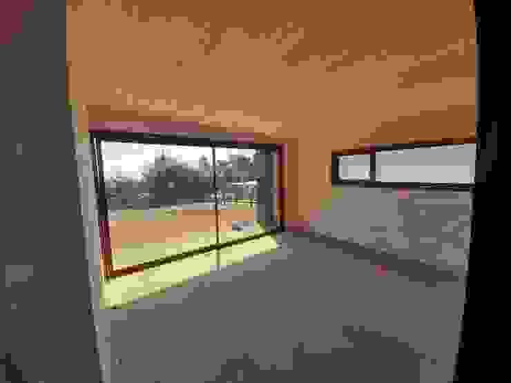 VIVIENDA, ALTO LAUQUEN , PICHILEMU Dormitorios de estilo mediterráneo de KIMCHE ARQUITECTOS Mediterráneo Madera Acabado en madera