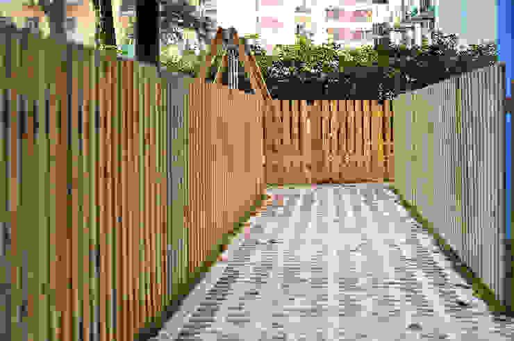 Dettaglio pavimenti e recinzioni FAD Fucine Architettura Design S.r.l. Giardino anteriore