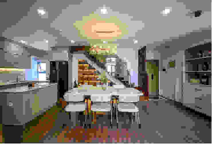 OPAL GARDEN DUPLEX – SỰ KẾT HỢP HOÀN HẢO GIỮA VẺ ĐẸP HIỆN ĐẠI VÀ TÂN CỔ ĐIỂN Phòng ăn phong cách kinh điển bởi Neo Classic Interior Design Kinh điển