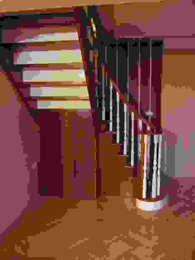 MERDİVENCİ – Merdiven yapımı, Ahşap torna, Merdiven yönetmeliği: minimalist tarz , Minimalist Ahşap Ahşap rengi