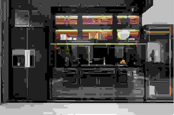 BIỆT THỰ PARK RIVERSIDE – QUẬN 9 – THÀNH PHỐ HỒ CHÍ MINH Nhà bếp phong cách kinh điển bởi Neo Classic Interior Design Kinh điển