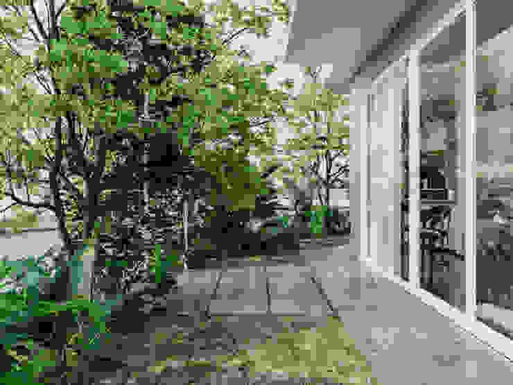BIỆT THỰ PARK RIVERSIDE – QUẬN 9 – THÀNH PHỐ HỒ CHÍ MINH Vườn phong cách kinh điển bởi Neo Classic Interior Design Kinh điển