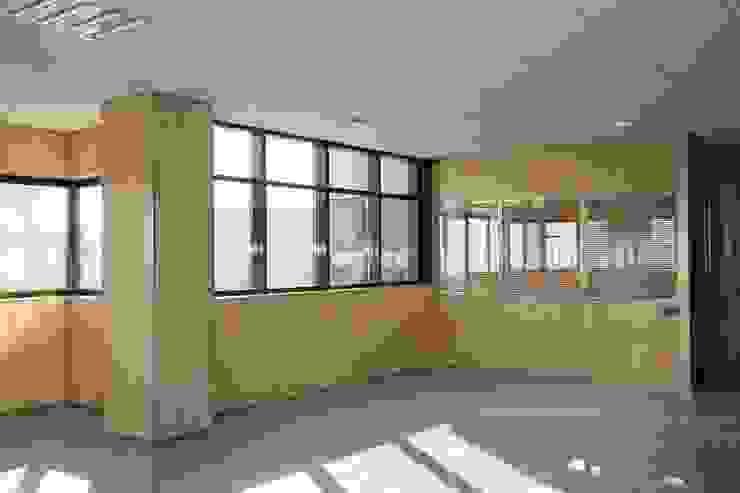 TABIQUES Y TECNOLOGIA MODULAR S.L Bangunan Kantor Gaya Industrial MDF Beige