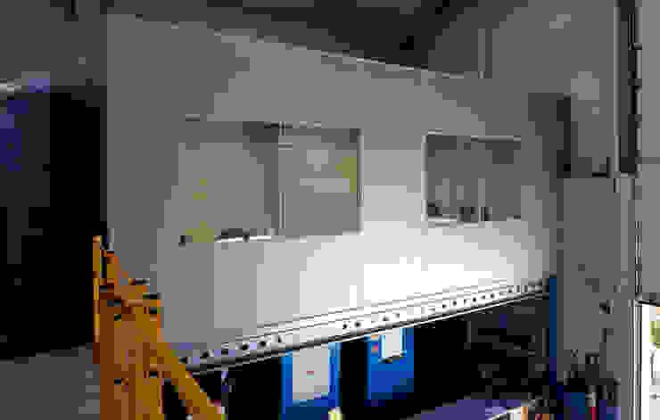 TABIQUES Y TECNOLOGIA MODULAR S.L Bangunan Kantor Gaya Industrial Chipboard Grey