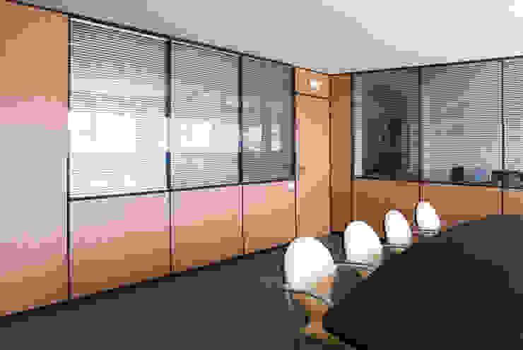 TABIQUES Y TECNOLOGIA MODULAR S.L Modern office buildings Chipboard Wood effect