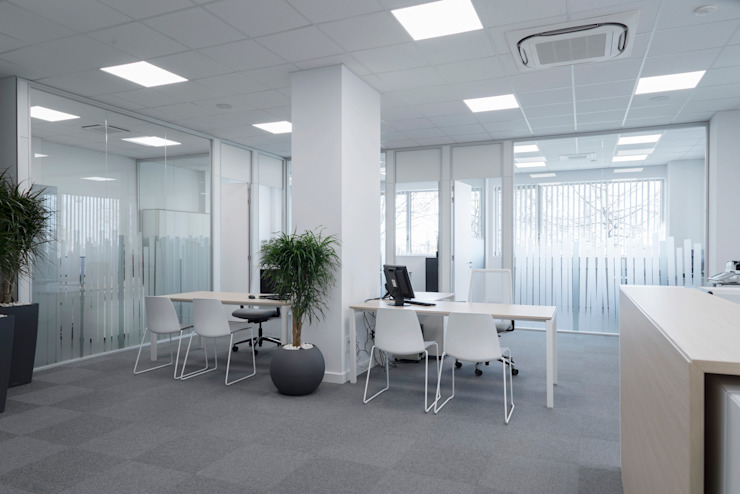 TABIQUES Y TECNOLOGIA MODULAR S.L Industrial style office buildings Glass White