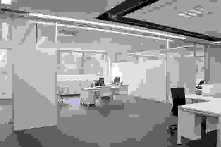 TABIQUES Y TECNOLOGIA MODULAR S.L Minimalist office buildings Glass White