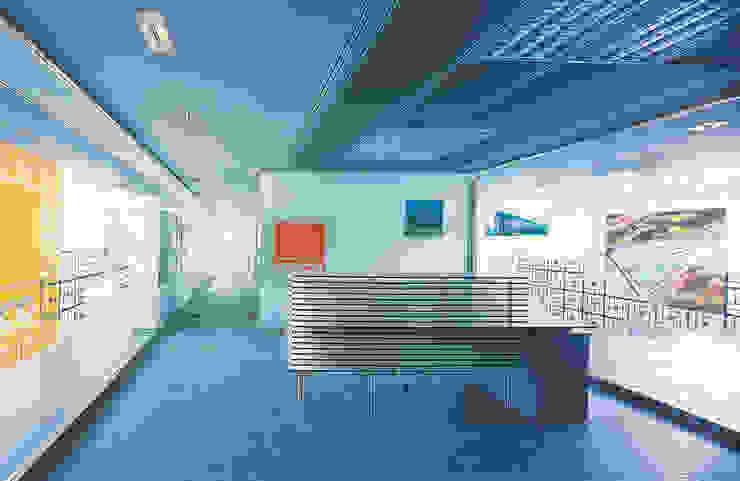 TABIQUES Y TECNOLOGIA MODULAR S.L Bangunan Kantor Gaya Industrial Kaca Grey