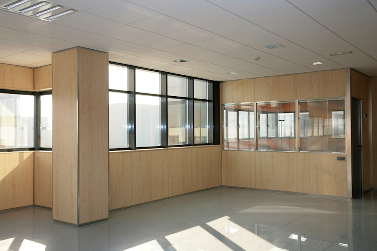 TABIQUES Y TECNOLOGIA MODULAR S.L Bangunan Kantor Modern Chipboard Wood effect