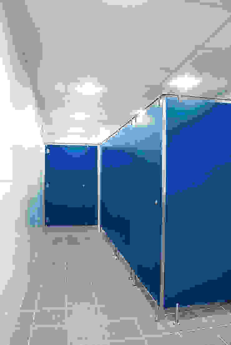 TABIQUES Y TECNOLOGIA MODULAR S.L Bangunan Kantor Gaya Industrial OSB Blue