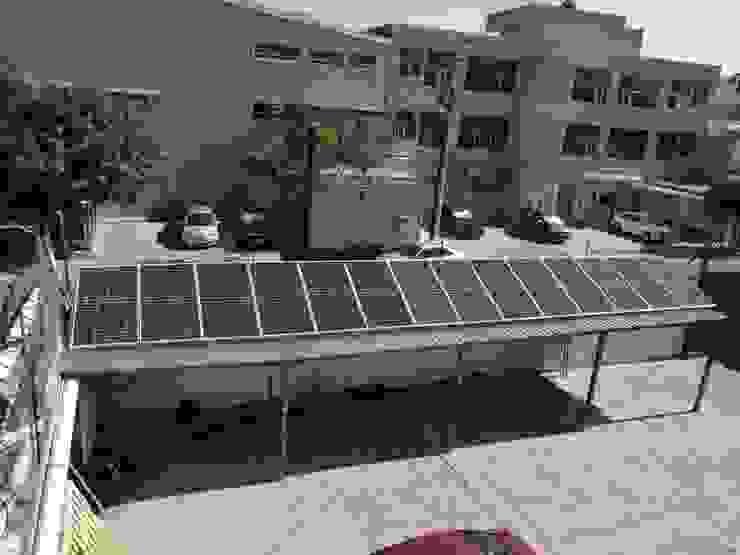 Panales solares sobre estructura para estacionamiento en bodega HELIOSAVE CLEAN ENERGY