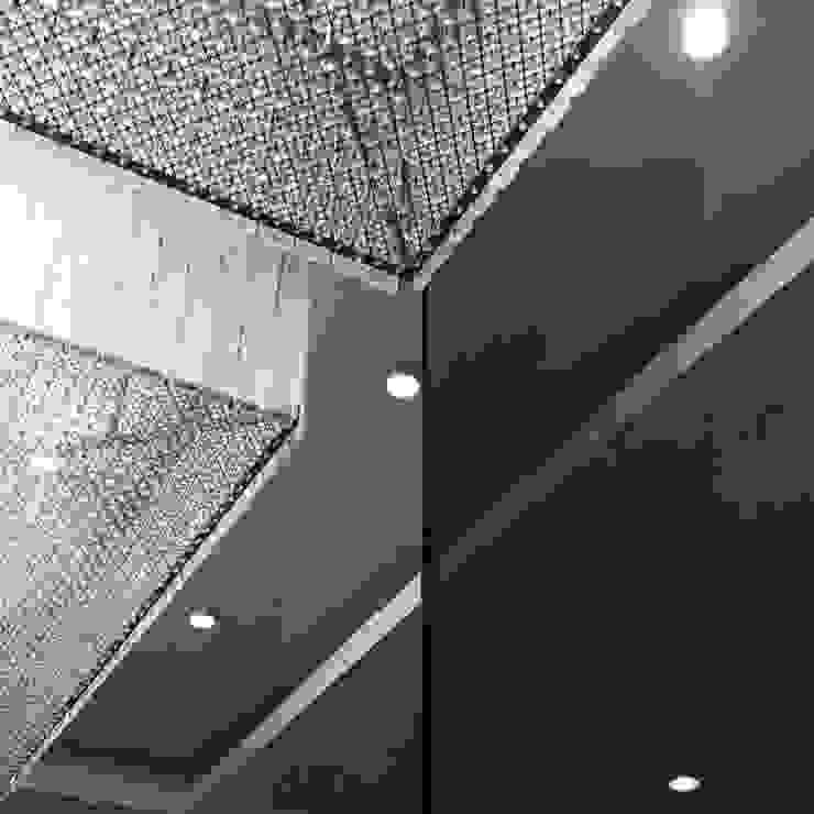 DETTAGLI LAMPADARIO DUOLAB Progettazione e sviluppo Negozi & Locali commerciali moderni Vetro Ambra/Oro