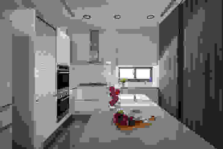 Eternal Moon – Residential Interior Design 勻境設計 Unispace Designs 現代廚房設計點子、靈感&圖片