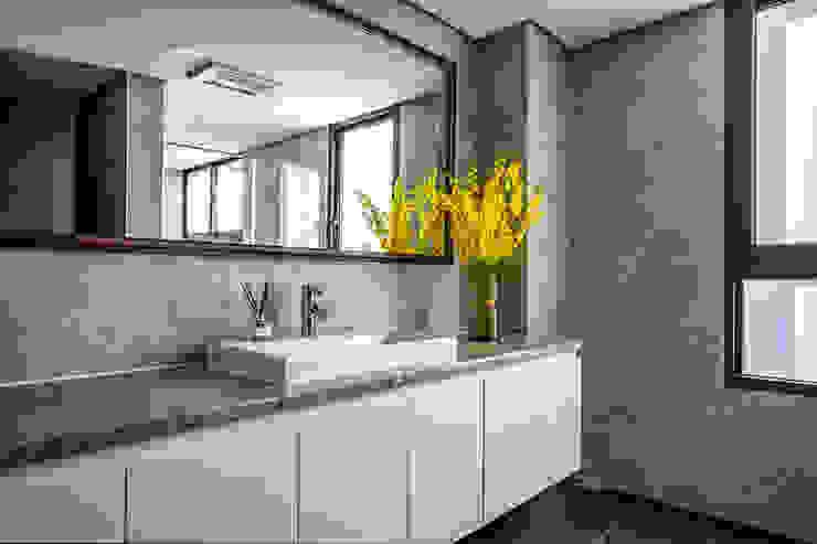 Eternal Moon – Residential Interior Design 勻境設計 Unispace Designs 現代浴室設計點子、靈感&圖片