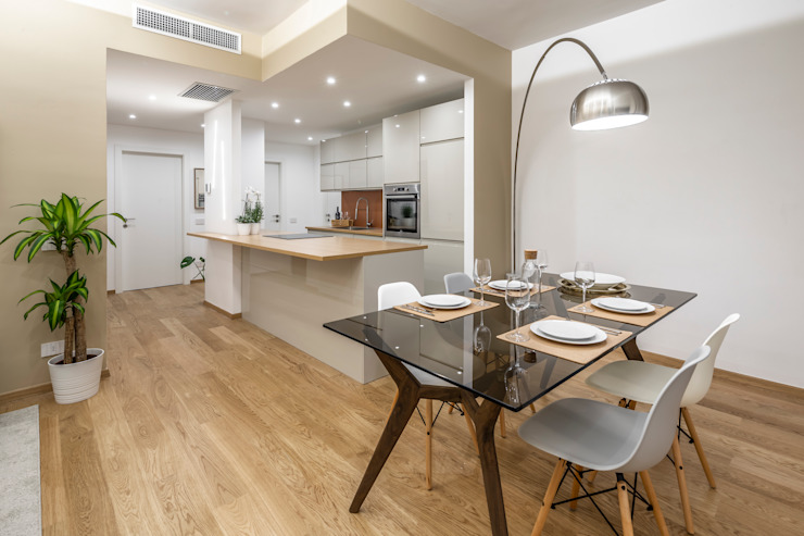 Casa AJ Sala da pranzo moderna di Architrek Moderno