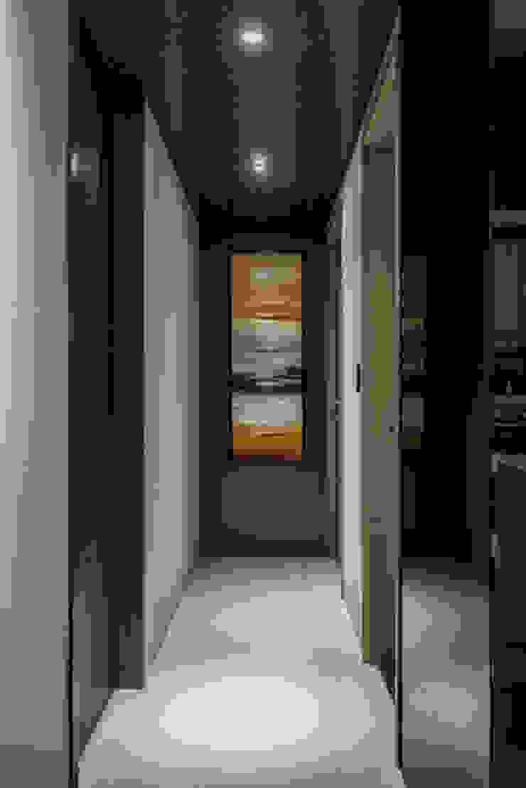 Completeness – Condominium interior design 勻境設計 Unispace Designs 現代風玄關、走廊與階梯