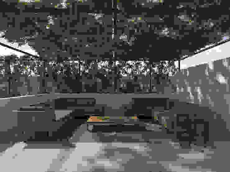 ALESSIO LO BELLO ARCHITETTO a Palermo Modern balcony, veranda & terrace