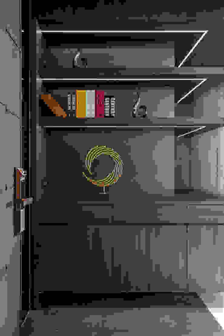 Smile Century – Condominium interior design 勻境設計 Unispace Designs 現代風玄關、走廊與階梯
